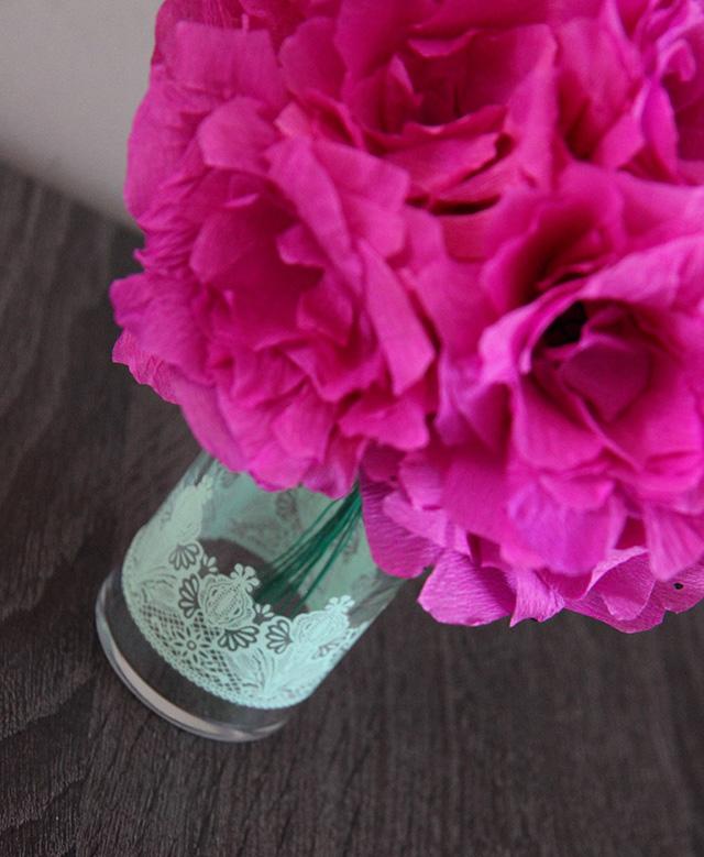 bloemen-van-crepe-papier-maken-diy-vaasje