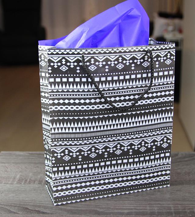 creatieve-manieren-om-cadeautjes-in-te-pakken-tasje